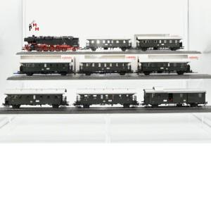 Märklin 29840.999 Personenzug aus Startset, mit BR 85 der DB, mit 4 Ergänzungswagen (beleuchtet) mit mfx-Decoder und Rauchsatz, (20317)