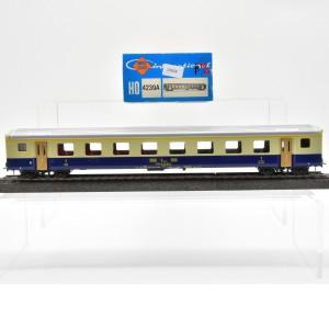 Roco 4239A Schnellzugwagen 1.Kl der BLS, mit Gleich- und Wechstromachsen, (25828)