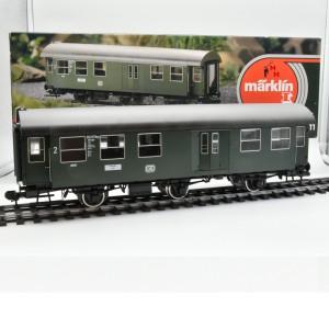 Märklin 5811 Umbauwagen 2. Kl. mit Gepäckabteil der DB, (23266)