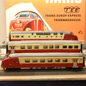Märklin 8370 Dieseltriebwagenzug Trans Europ Express, Umbau auf Wechselstrom digital mit Dec. 60904, (20414)
