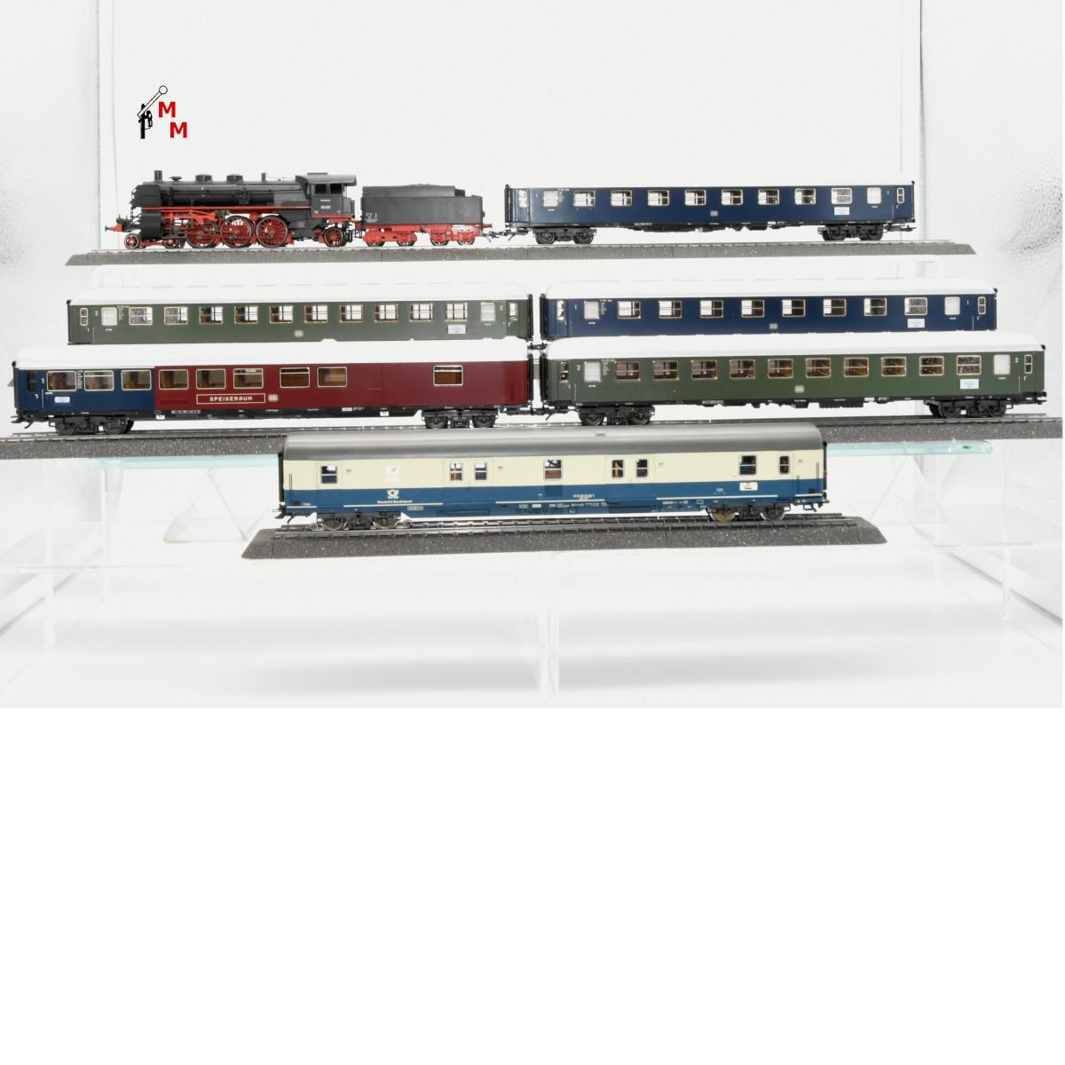 Märklin 29855.999 Personenzug aus Startset, mit BR 18.4 der DB, mit 3 Ergänzungswagen (beleuchtet) mit mfx-Decoder und Rauchsatz, (20317)